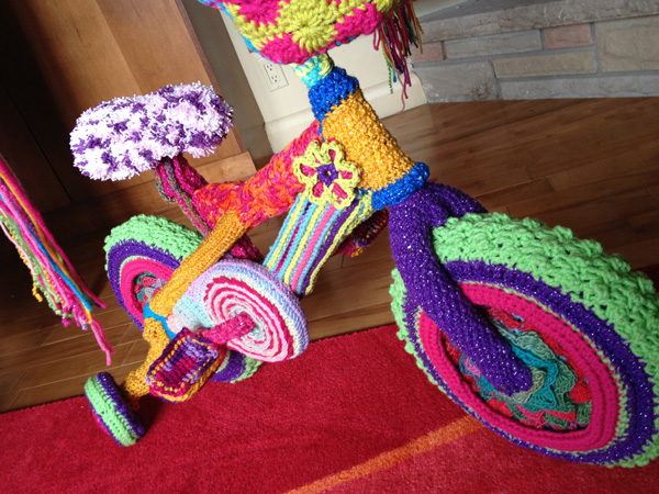 30 Colorful Examples of Yarn Bombing